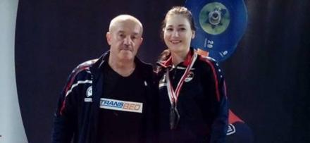 Sztangistka Jolanta Wiór ze srebrnym medalem