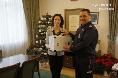 Piekarscy policjanci otrzymali walizkę edukacyjną