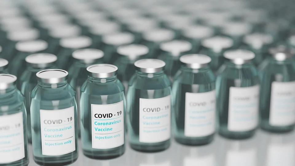 Specjaliści przeanalizują zgon 90-latki po szczepieniu przeciw COVID-19