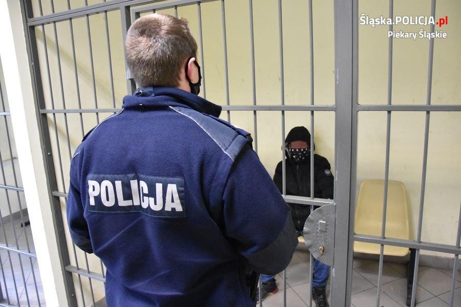 """W ręce piekarskich policjantów """"wpadło"""" 12 poszukiwanych"""