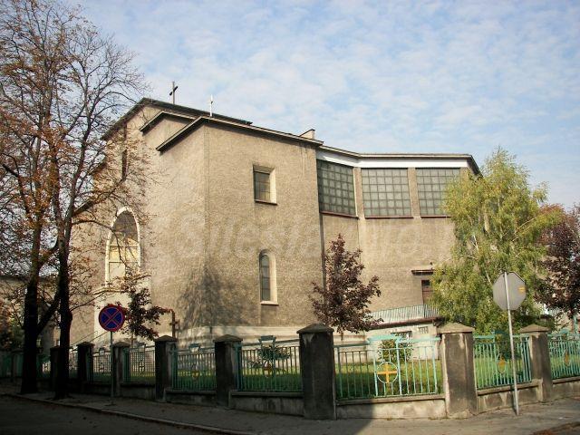 Szarlej - Kościół pw. Trójcy Przenajświętszej